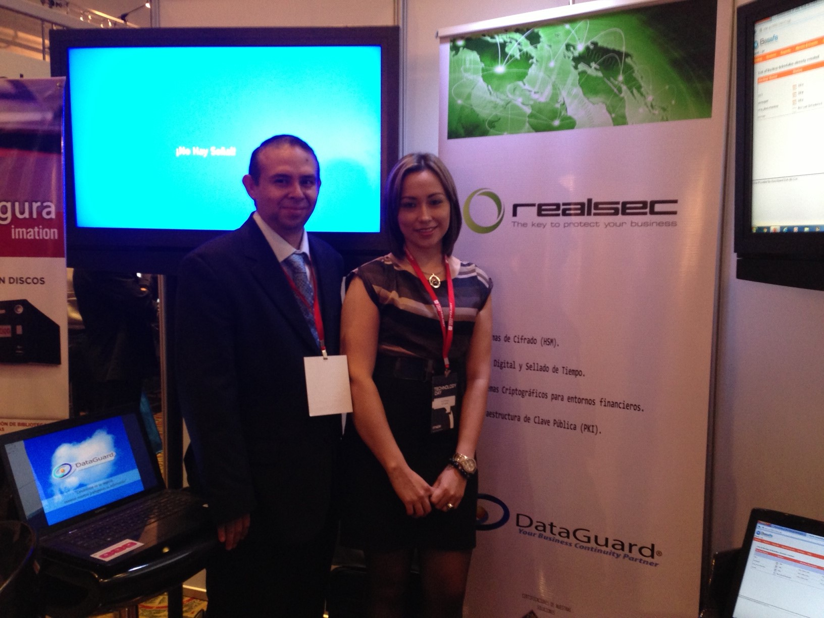 Staff REALSEC Dataguard on stand